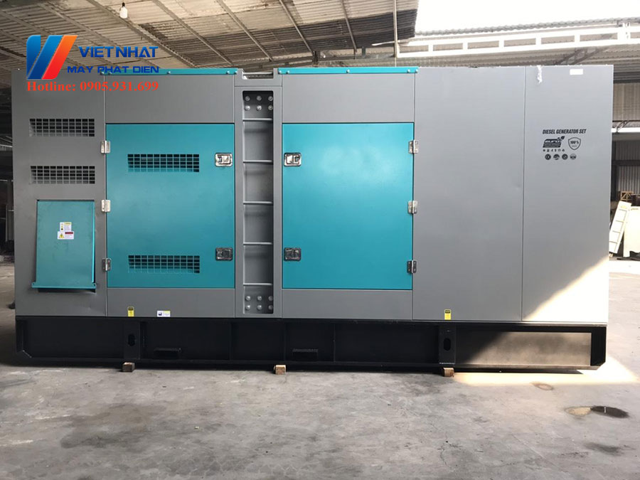 Máy phát điện Cummins 700kva (560kw)